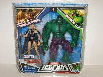 Hulk and Valkyrie in Package